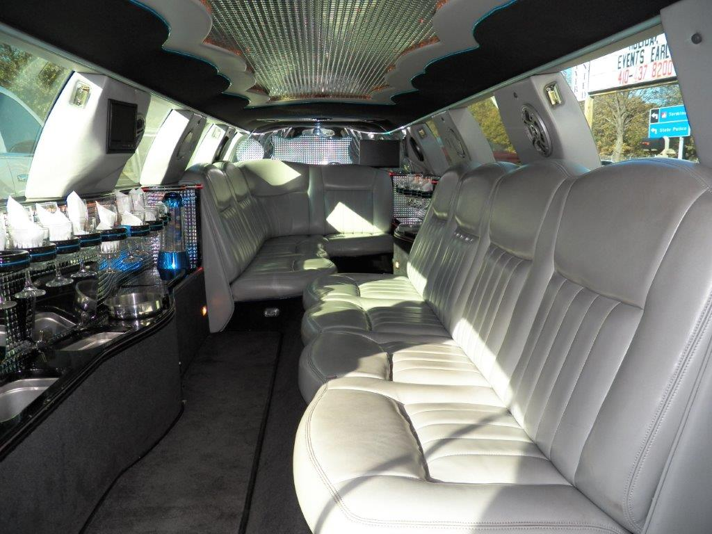 Baltimore Lincoln Town Car Limousine Ultra Stretch